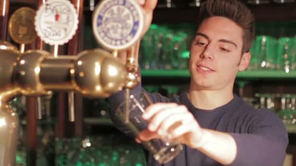 Csapos szakadó korsó sör
