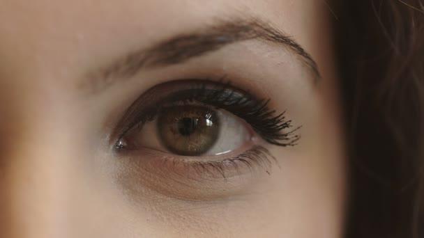 4k footage of beautiful womans eye: looks, looking, face
