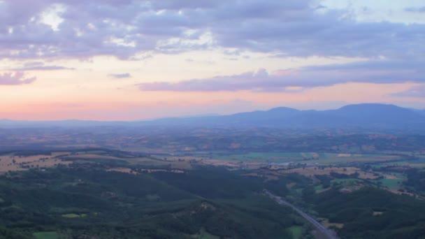 krásná krajina při západu slunce