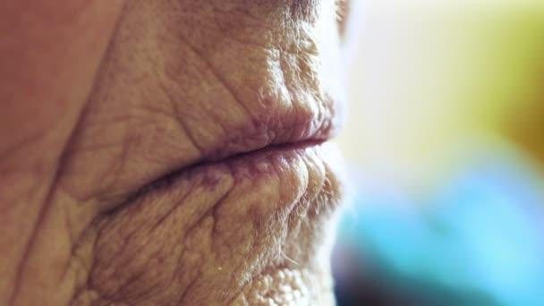 old woman lips ile ilgili görsel sonucu
