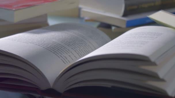 sledování snímku knih otevřela na stůl: vzdělávání, kultura, student