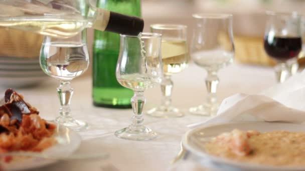 öntés fehér bor