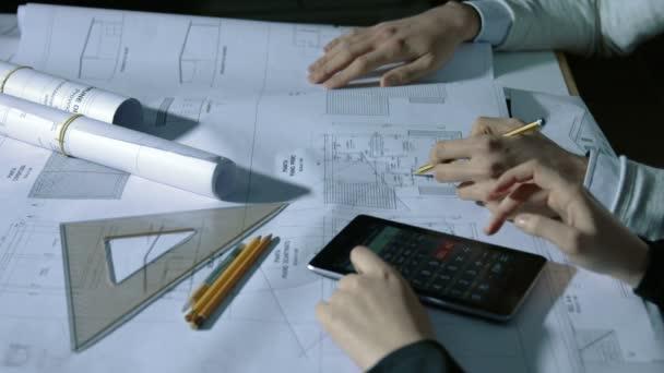 Team von Architekten arbeitet