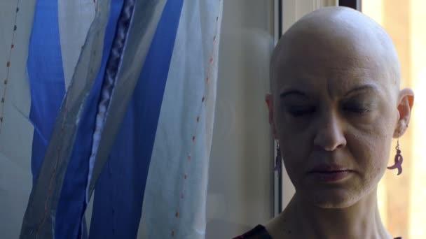 Osamělosti ženy s rakovinou: portrét, nemoci, strach, chemoterapie, 4k
