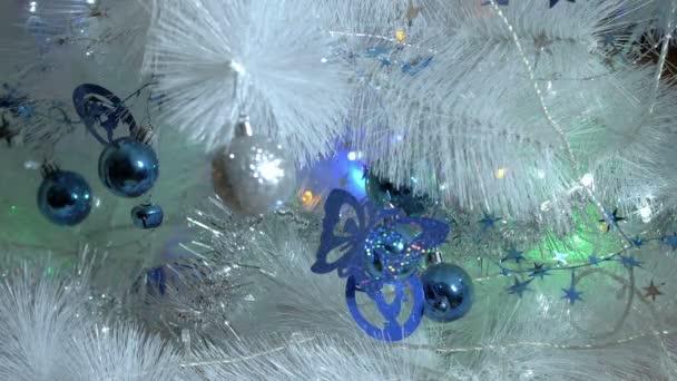 Vánoční světla, bílý strom, detail