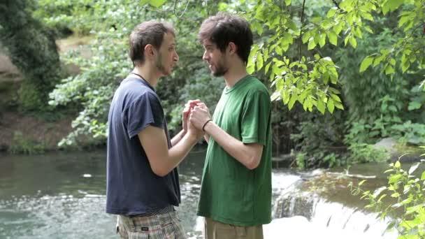Videa gay kouření