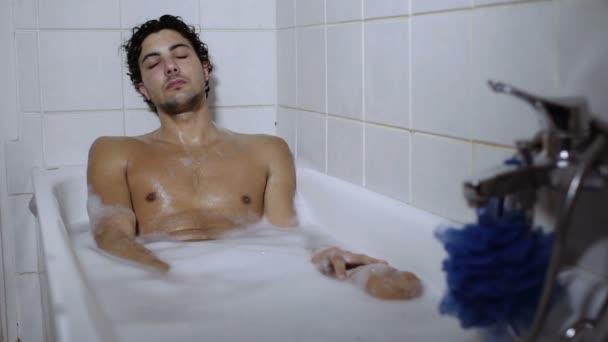 Гей видео в ванной с пеной