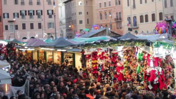 Folla in piazza piazza Navola