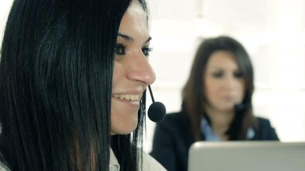 ženy, které pracují v call centru