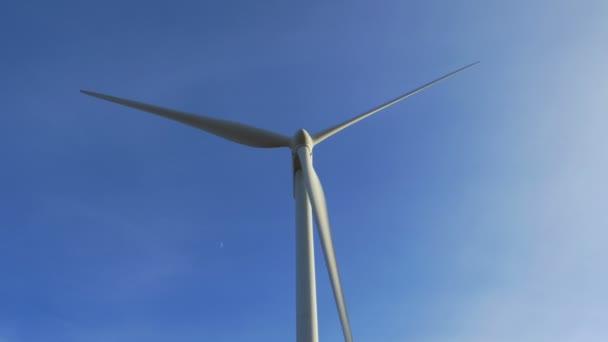 Větrná turbína vyrábějící elektřinu
