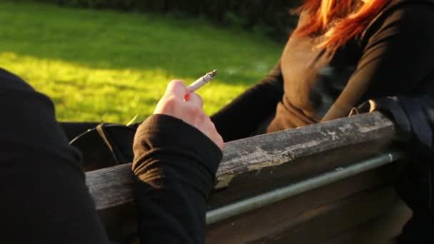 Nő a dohányzás a parkban