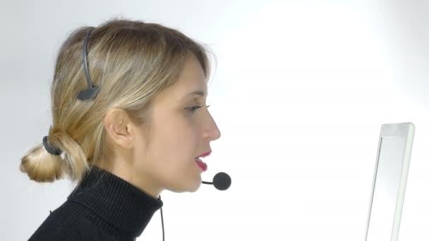 usmívající se žena centrum volání