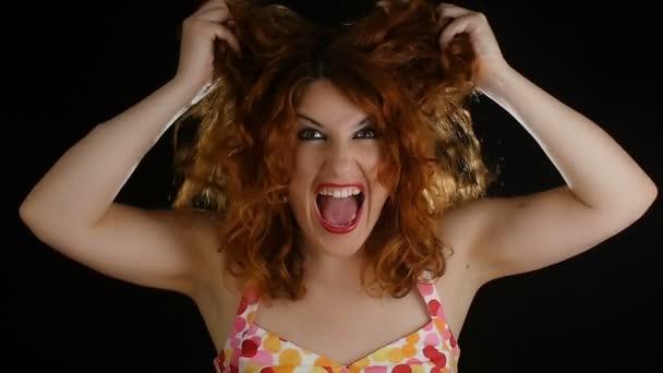 Zrzavé vlasy žena křik