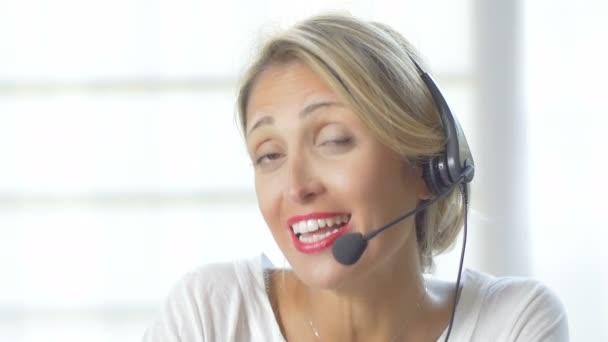usmívající se podpora telefonní operátor