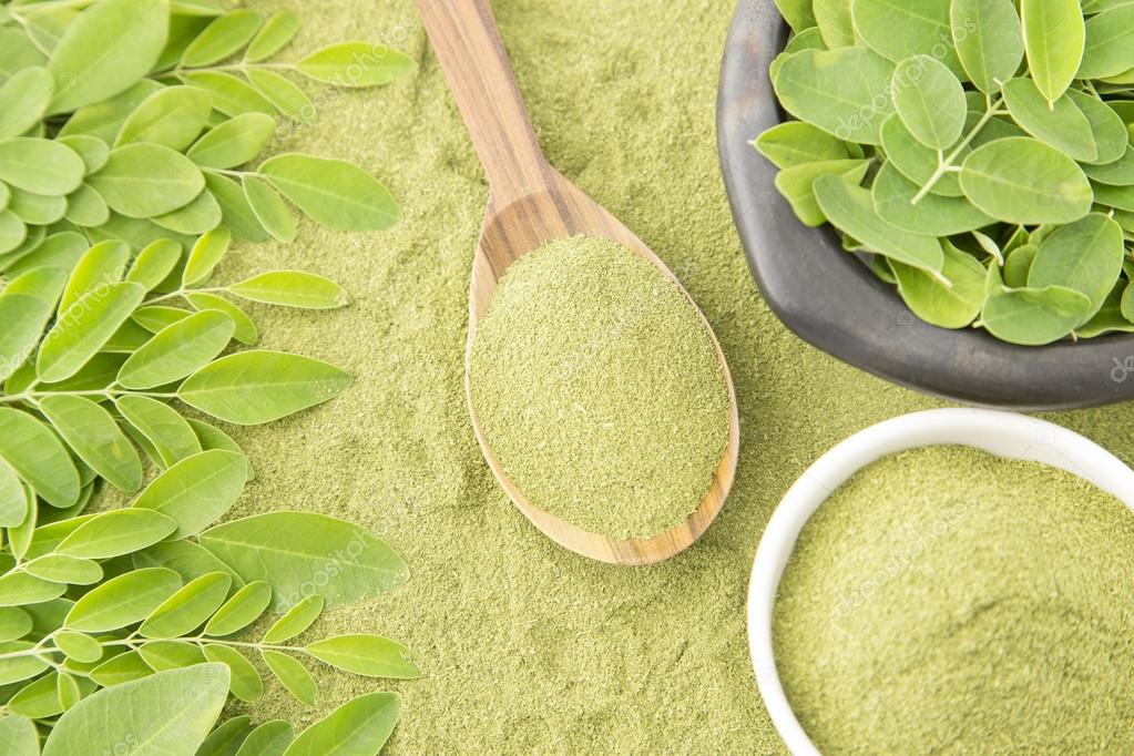 Moringa leaves and dust