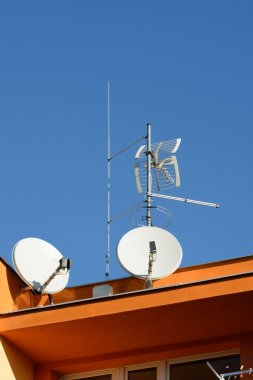 system receiving antennas for large apartment building with lightning protection