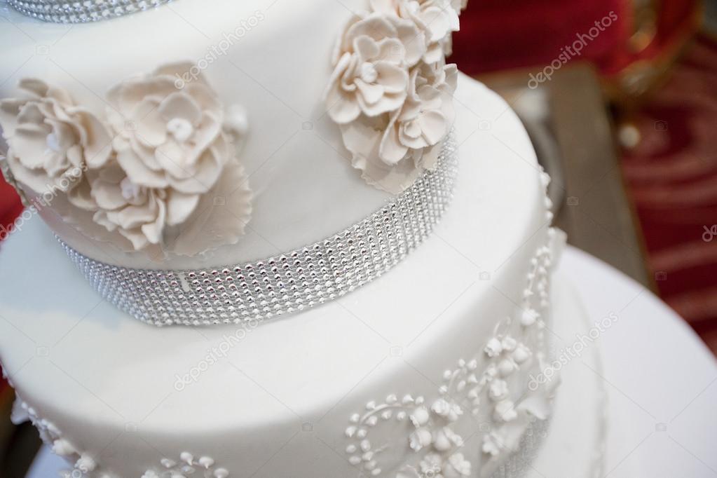Creme Hochzeitstorte Weiss Stockfoto C Bashkir O78 Gmail Com 113760642