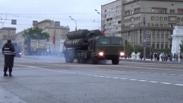 TEL for S-400 Triumf (SA-21 Growler) missile systems move in motorcade on Tverskaya Zastava square during night rehearsal of parade devoted to Victory Day on May 5, 2014 in Moscow.