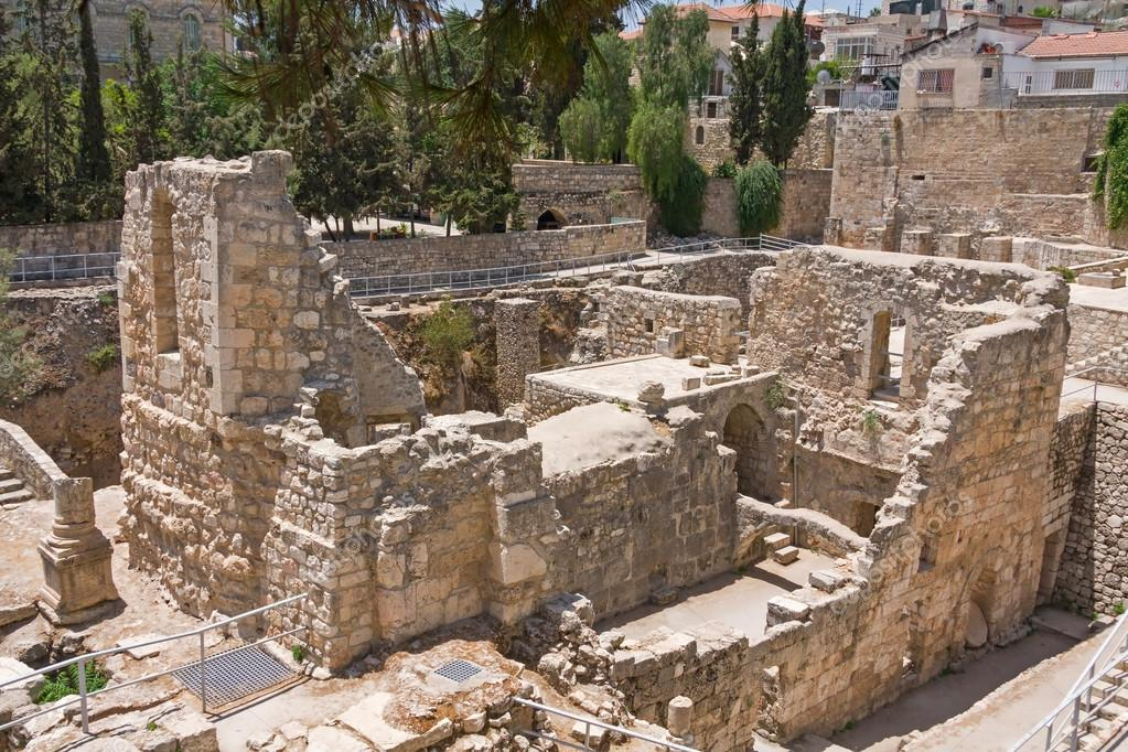 Ruines de l 39 ancienne piscine de bethesda dans la vieille for Piscine de bethesda