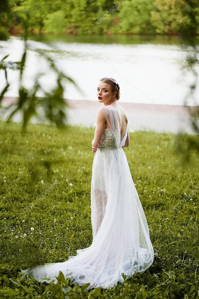 Картинки красивых девушек в белом платье