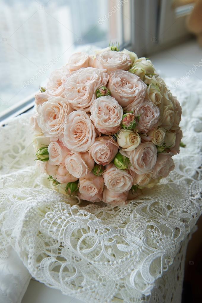 Bouquet Sposa Rotondo.Bouquet Da Sposa Classico Rotondo Forma Di Rose Di Peonia