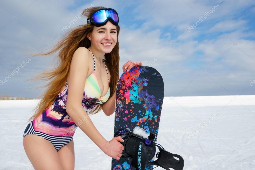 Девушки бикини во льду видео