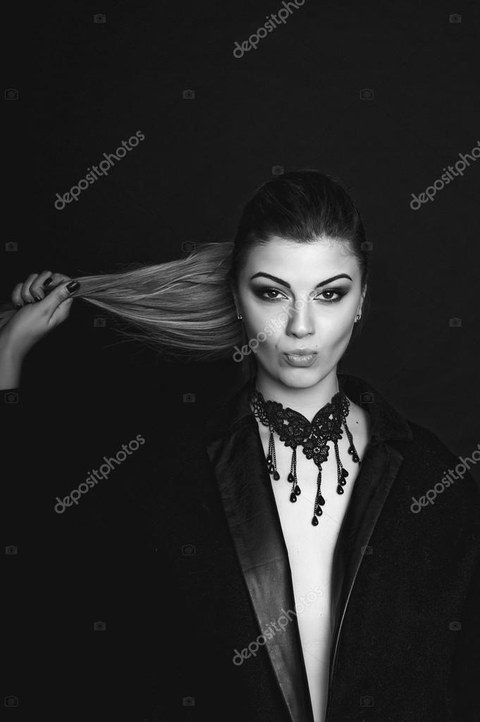 Видео сочные девушки позирует на белом или черном фоне фото 459-623