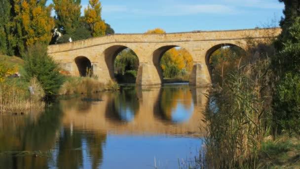 starý kamenný most v Richmondu