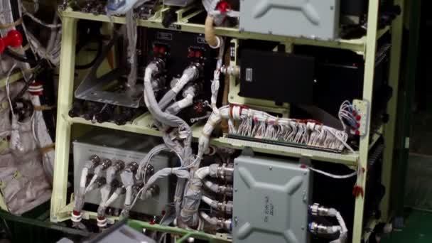 Flugzeug-Gebäude. Die elektrische Verkabelung des ...