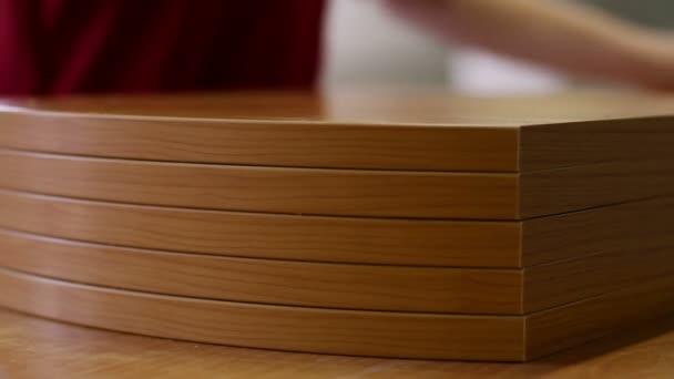 Fabbricazione di mobili. Parti di mobili realizzati da piastre di ...