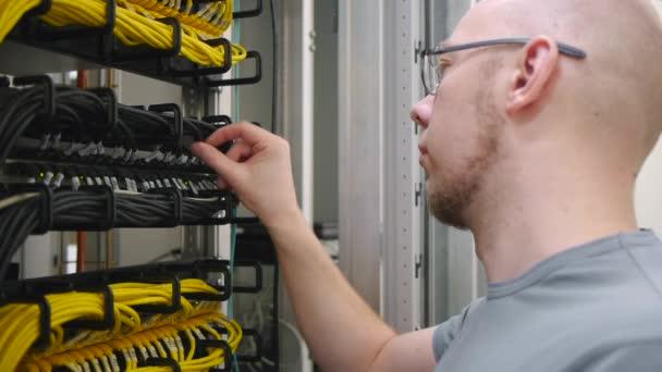 To inženýr vidlici kabelu ethernet