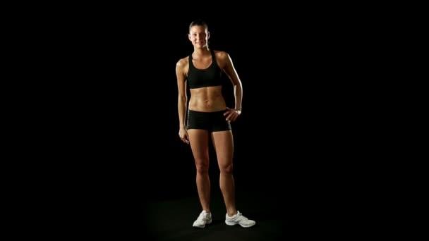 Gyönyörű fitness sportos barna lány