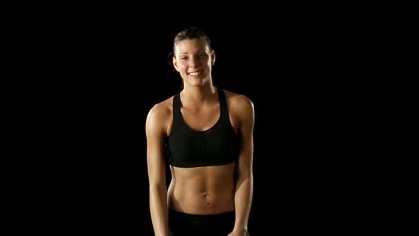 Mladá sportovní žena nosí sporstwear