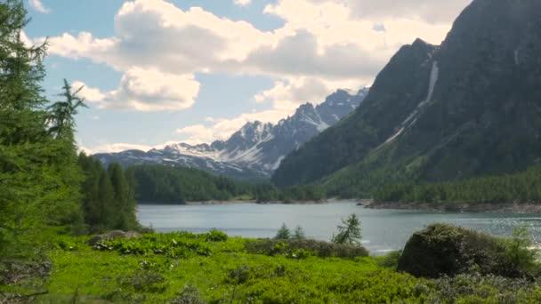 Horská krajina v Alpe Devero v Devero údolí