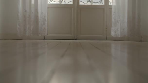 Bílé patro domu