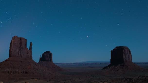 Monument Valley Stars Over East  West Mitten és Merrick Butte Southwest Desert Amerikai Egyesült Államok