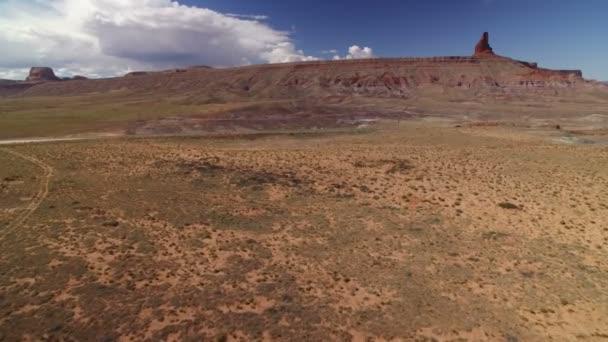 Amerikai délnyugati légi felvétel a Dirt Road sivatagban USA Rock Formation