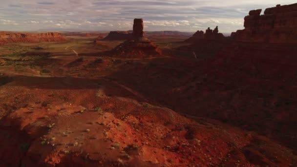 Valley Of The Gods Bears Fül Aerial Shot Southwest Desert Canyon Amerikai Egyesült Államok Fly through Canyons