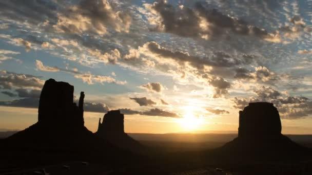 Monument Valley Dawn to Day Lapse Felhők Délnyugat-USA Tilt Up