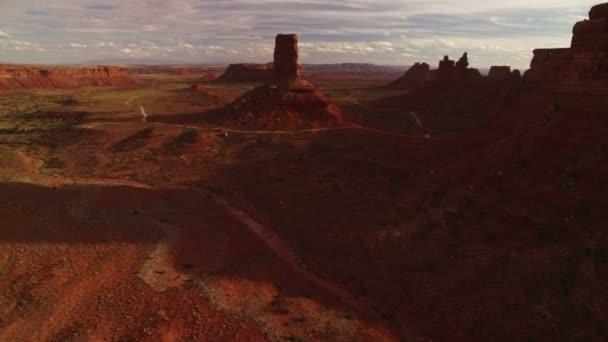 Valley Of The Gods Bears Fül Aerial Shot Southwest Desert Canyon Amerikai Egyesült Államok Fly Through Canyons Fast
