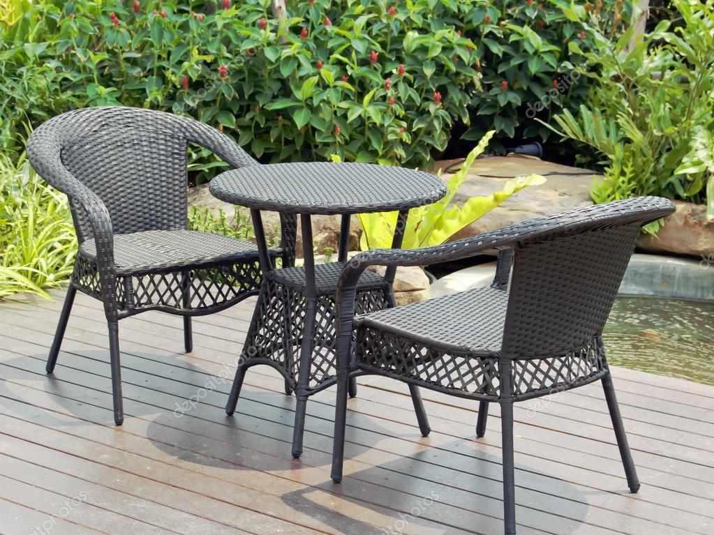 Gartentisch Und Stuhlen Stockfoto C Wirachaiphoto 113629666