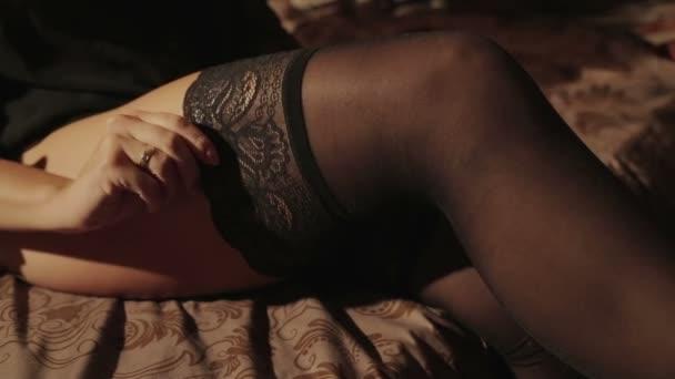 Krásné šaty sexy spodní prádlo v ložnici Hd
