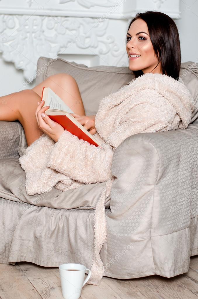 девушка в кресле в халате - 3