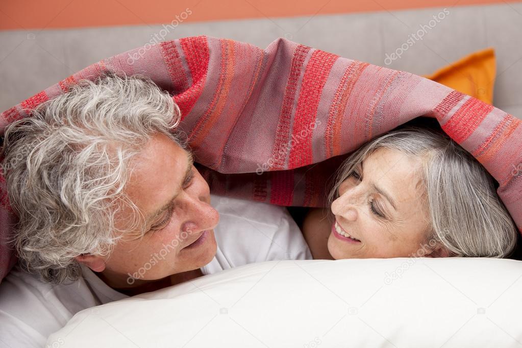 Зрелые на отдыхе и дома фото, шикарная фигуристая блондинка с офигенными дойками трахается с пацаном