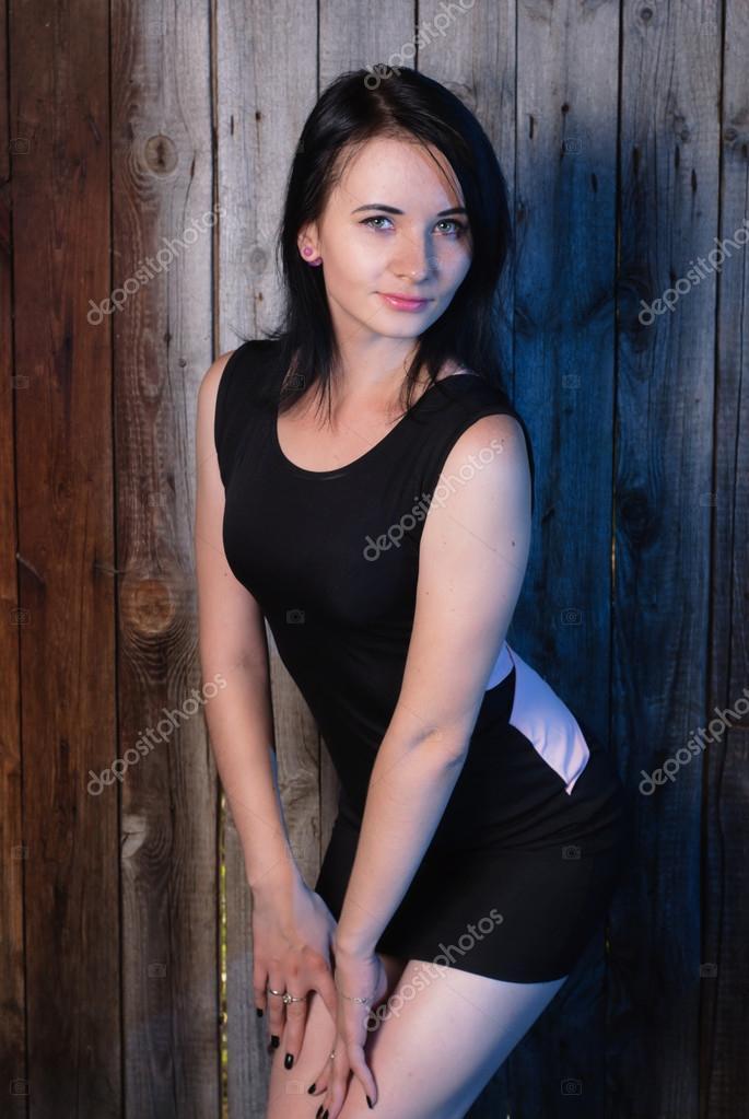 foto-devushka-doma-poziruet-devushek-trahayut-cherez-trusiki