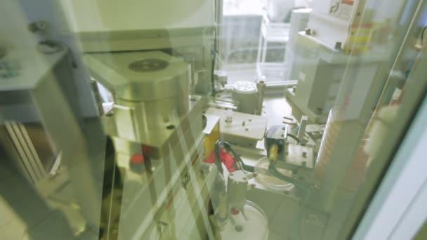 Lékařská Robot provádí výzkum do sterilního pole. Nobelova cena za fyziologii a medicínu, biologii, chemii, výzkumu, průmyslu