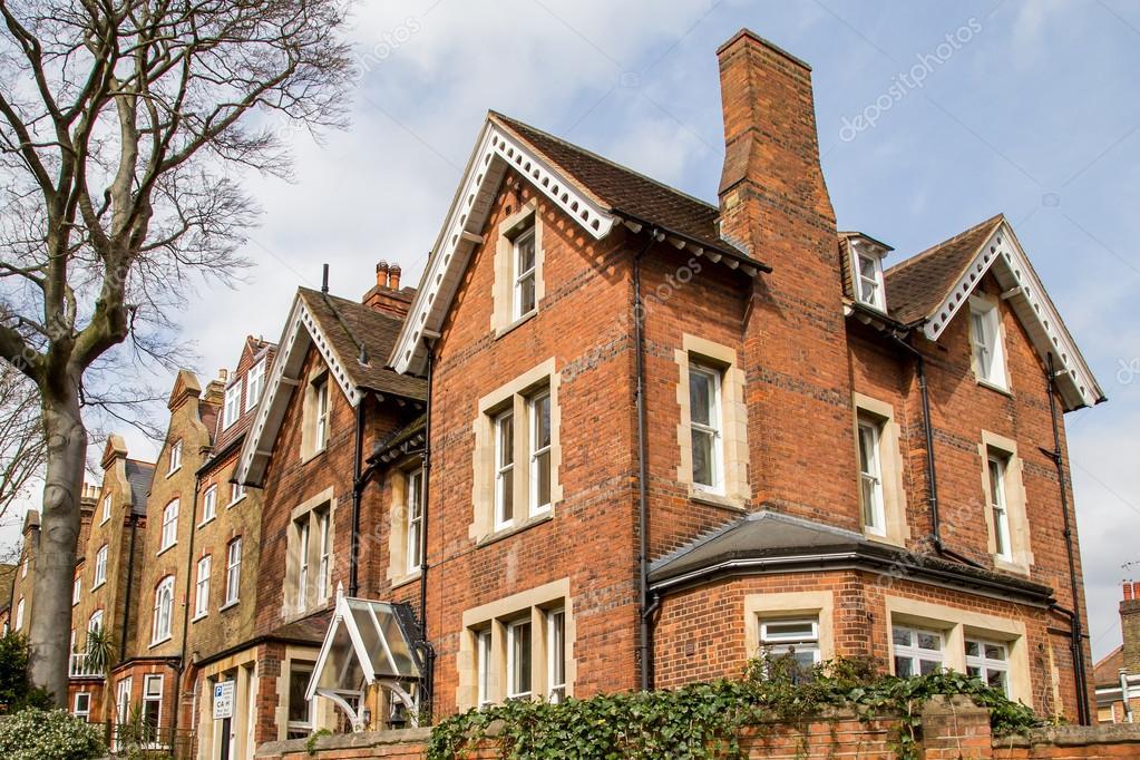 Fila di case tipiche inglesi a londra hampstead foto for Case inglesi foto
