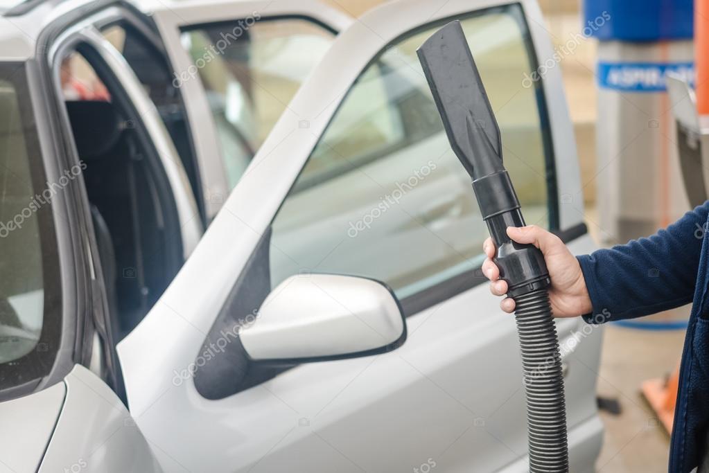 https://st2.depositphotos.com/7139534/11030/i/950/depositphotos_110304302-stock-photo-closeup-on-auto-car-service.jpg