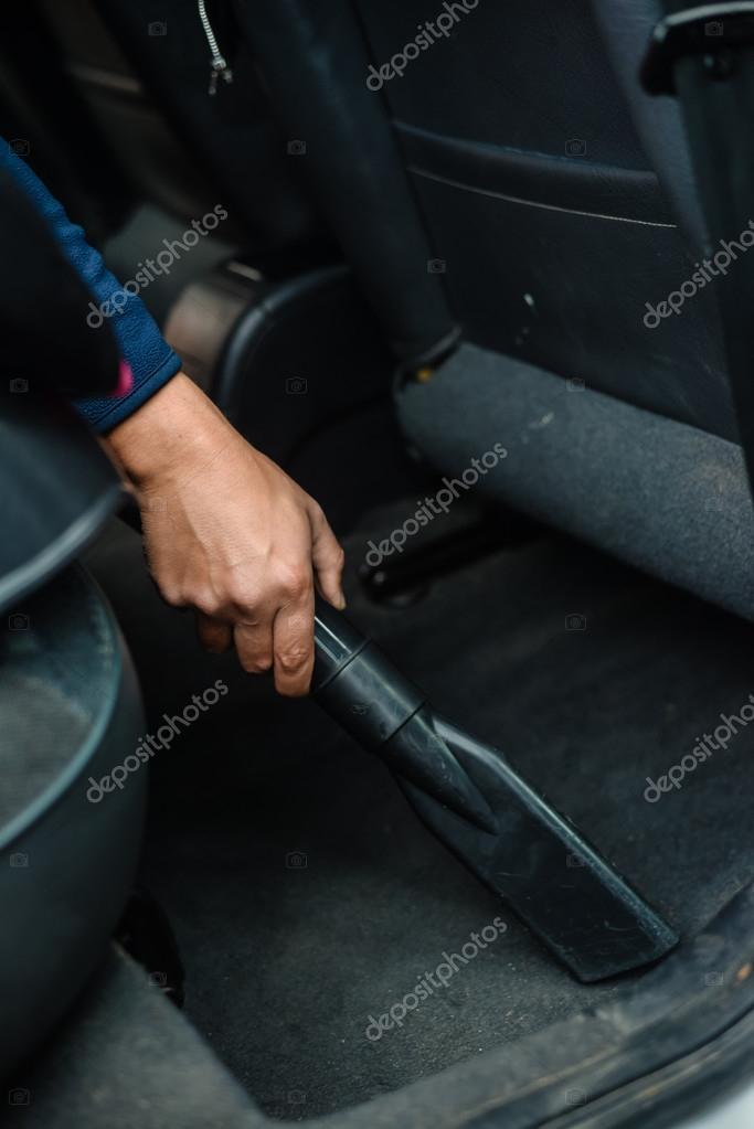 Closeup auf Auto-Auto-Service Reinigung und Staubsaugen Interieur ...