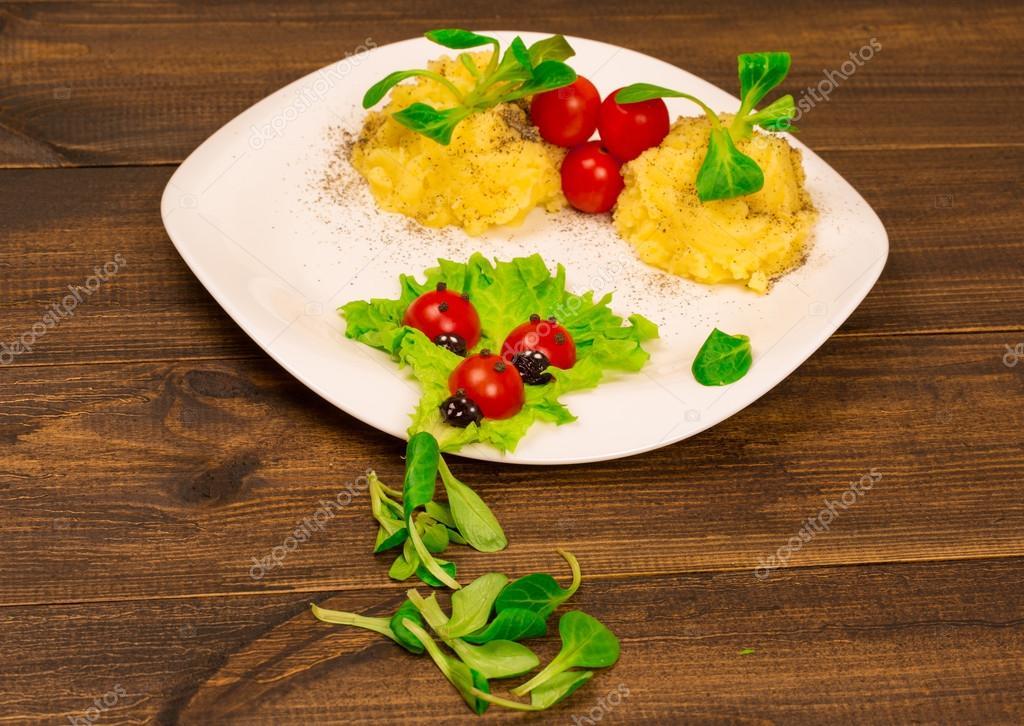 Cucina vegetariana closeup piatto decorazione isolato — Foto Stock ...